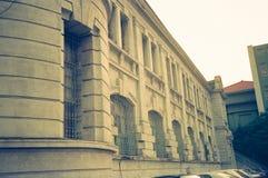 En sidoögonkast av byggnaden av det Tainan stadshuset, Taiwan royaltyfria foton