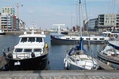 En sikt över hamnen i Antwerp Arkivfoton