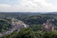 En sikt över staden Vianden i Luxembourg Royaltyfri Foto