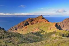 En sikt av ön av La Gomera, kanariefågelöar. Från Masca T Arkivfoton