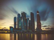 En sikt av affärsfjärdedelen i staden av Moskva Ryssland Royaltyfri Fotografi