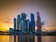 En sikt av affärsfjärdedelen i staden av Moskva Ryssland Arkivbilder