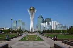 En sikt av BAITEREK-tornet i Astana Royaltyfria Foton
