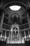 En sikt av basilikan av den sakrala hjärtan av Paris Arkivbilder