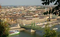 En sikt av Budapest från Citadella, Gellért kulle Royaltyfri Foto