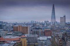 En sikt av centrala London in mot skärvan Arkivbild