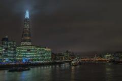 En sikt av centrala London in mot skärvan arkivfoton
