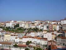 En sikt av Coimbra arkivfoton