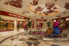 En sikt av de Wynn och extranummerteatrarna inom av det Wynn hotellet i Las Vegas Arkivfoton