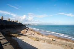 En sikt av den Aberdeen stranden och staden i ett avstånd Royaltyfria Foton
