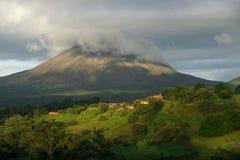 En sikt av den Arenal vulkan, Costa Rica Royaltyfri Fotografi