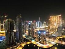 En sikt av den Dubai marina, på natten Royaltyfri Foto
