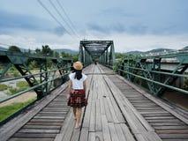 En sikt av den gamla järnvägen Arkivfoton