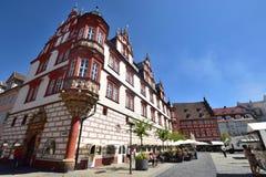 En sikt av den historiska marknadsfyrkanten i Coburg, Tyskland Royaltyfri Fotografi