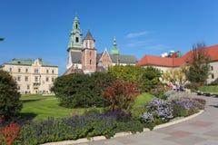En sikt av den Krakow slotten i Polen royaltyfri foto