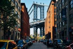 En sikt av den Manhattan bron från Dumbo royaltyfria foton
