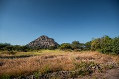 En sikt av den manliga kullen på Tsodilo kullar, en UNESCOvärldsheritag arkivfoton