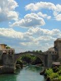 En sikt av den Mostar bron i Bosnien & Hercegovina arkivfoton