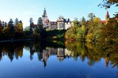 En sikt av den Pruhonice slotten Royaltyfria Bilder