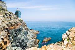 En sikt av den Taejongdae klippan och havet i Busan, Korea Royaltyfria Foton