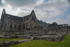 En sikt av den Tintern abbotskloster Arkivfoto