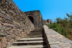En sikt av det Golconda fortet Hyderabad Antika moment royaltyfri bild