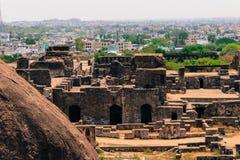 En sikt av det Golconda fortet och den Hyderabad staden i en klick royaltyfri foto