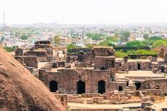 En sikt av det Golconda fortet och den Hyderabad staden i en klick arkivfoto