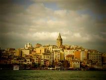 En sikt av det historiska Galata tornet Arkivbilder