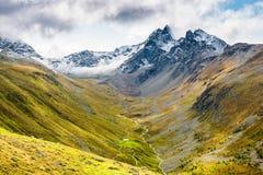En sikt av det Piz Muragl berget och den Muragl dalen royaltyfri fotografi