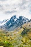En sikt av det Piz Muragl berget och den Muragl dalen arkivfoton