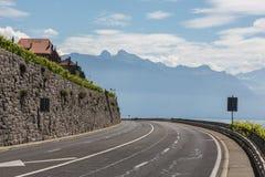 En sikt av fjällängarna på vägen till Lausanne Fotografering för Bildbyråer