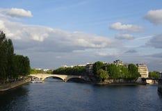 En sikt av floden Seine Arkivfoton