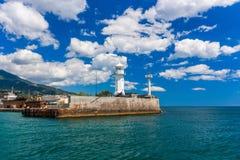 En sikt av fyren i Yalta yalta crimea arkivfoton
