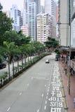 En sikt av Hong Kong gatatrafik i mittområde Arkivbild