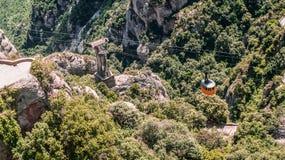 En sikt av kabelbilen på Montserrat, Spanien arkivbild