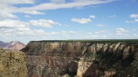 En sikt av kanten av Grand Canyon Arkivfoton