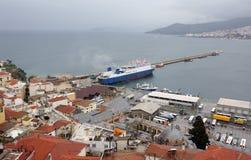 En sikt av kuststaden Kavala i Grekland royaltyfria foton