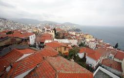 En sikt av kuststaden Kavala i Grekland arkivfoto