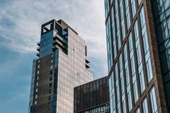 En sikt av lyxiga lägenheter för det Abington huset från hög linje parkerar i Chelsea New York City arkivbild