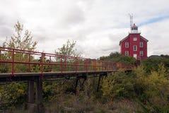En sikt av Marquette Harbor Lighthouse från sidan Laket Superior, Michigan, USA Royaltyfri Foto