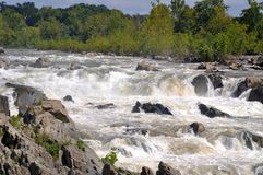 En sikt av nedgångarna på Great Falls parkerar i Virginia fotografering för bildbyråer