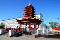 En sikt av pagoden av sju dagar med en bönvals och en mantra Arkivfoton