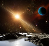 En sikt av planetjord och universumet från månens yttersida. Fotografering för Bildbyråer