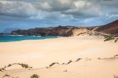En sikt av Playa de Las Conchas, en härlig strand på La Graciosa Fotografering för Bildbyråer