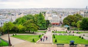 En sikt av regniga Paris Royaltyfri Bild