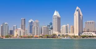En sikt av San Diego Bay och i stadens centrum Arkivbilder