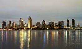 En sikt av San Diego Bay och i stadens centrum Arkivfoton