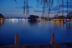 En sikt av shishahaien, i Peking, på natten Fotografering för Bildbyråer