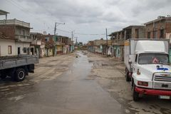 En sikt av sidogatan i Trinidad, Kuba arkivfoto